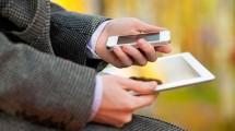 GuyHoldingTabletAndPhone522x343